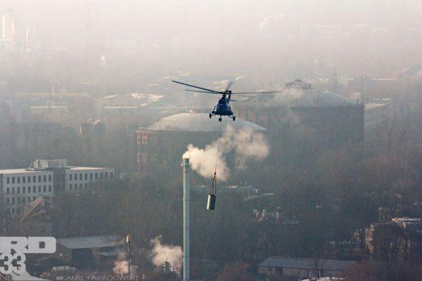 Montaż iglic na wieżowcu Warsaw Spire (fot. Kamil Paradowski/rd33.net)