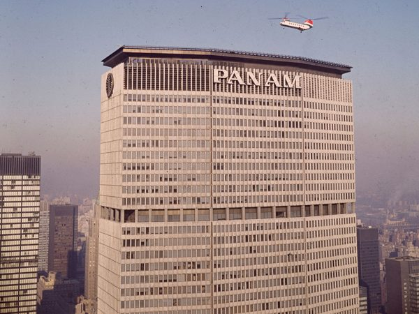 Helikopter lądujący na Pan am building - 18 luty 1966 rok (fot. F. Roy Kemp/BIPs/Getty Images)