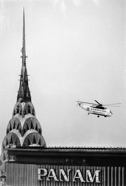 Helikopter nad lądowiskiem na Pan Am Building (fot. Hulton Archive/Getty Images)
