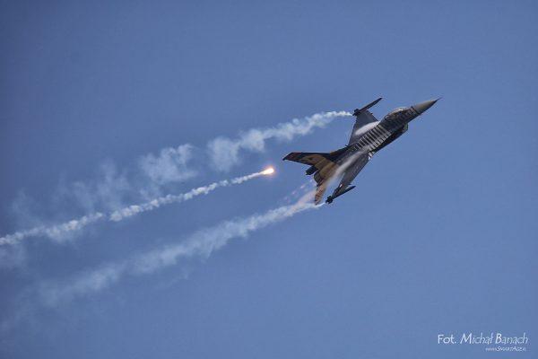 F-16 SoloTurk (fot. Michał Banach)