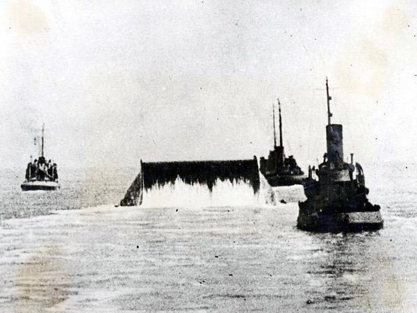 Układanie rurociągu na dnie kanału La Manche