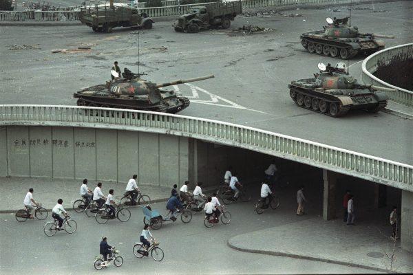 Pekin - 6 czerwca 1989 roku, dwa dni po rozpędzeniu demonstrantów (fot. Vincent Yu/AP)