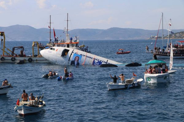 Airbus A300 zatopiony u wybrzeży Kusadasi w Turcji 4 czerwca 2016 (fot. DailySabah/Twitter)