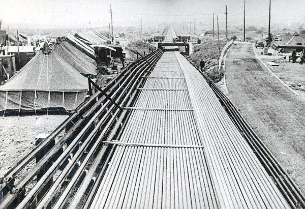 Jeden z rurociągów zbudowanych w ramach operacji P.L.U.T.O.