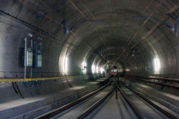 Wnętrze tunelu Gotthard - Basistunnel (fot. Hannes Ortlieb)