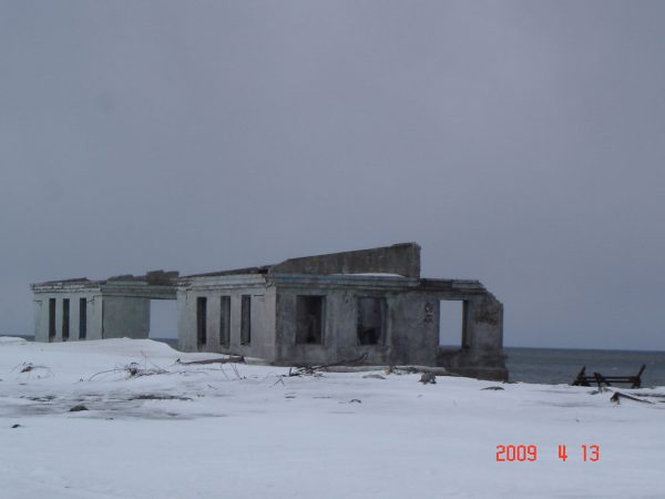 Ruiny zabudowań nieistniejącej wioski Kirow w Rejonie Sobolewskim, w Kraju Kamczackim w Rosji (fot. englishrussia.com)