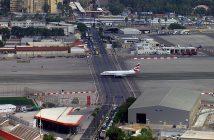 Autostrada na środku lotniska - Port Lotniczy Gibraltar