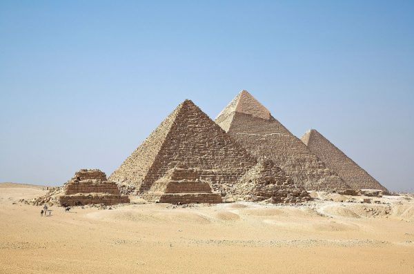 Piramidy w Gizie (fot. wikipedia.org)