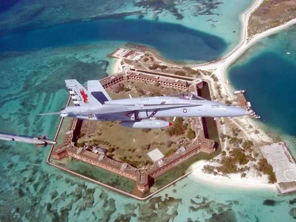 "F/A-18 C ""Hornet"" nad Fort Jefferson"