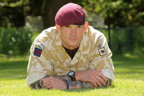 Brytyjski snajper Craig Harrison, który oddał jeden z najdłuższych celnych strzałów w historii