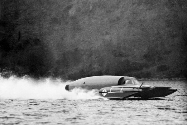 Donald Campbell w łodzi Bluebird K7 chwilę przed katastrofą
