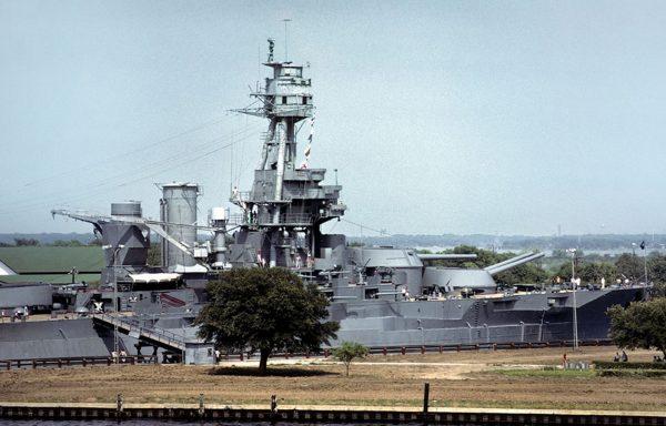 USS Texas w 1977 roku (fot. Karsten Petersen)