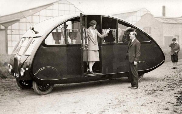 Brytyjski kamper z 1927 roku w trakcie wystawy w Londynie