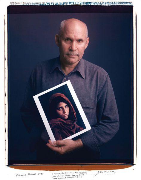 Steve McCurry - Afgańska dziewczynka (fot. Tim Mantoani)