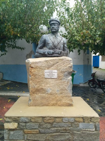 Pomnik pierwszego i jedynego prezydenta Wolnego Państwa Ikarii, Ioannisa Malachiasa