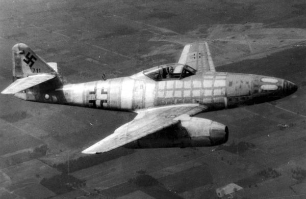 Messerschmitt Me 262 - pierwszy seryjny myśliwiec odrzutowy - ten egzemplarz zdobyli i testowali Amerykanie