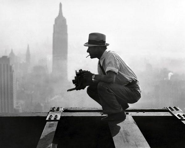 Charles Clyde Ebbets w trakcie robienia zdjęć na Rockefeller Center