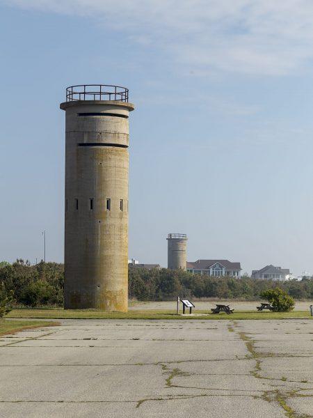 Wieże obserwacyjne na plażach Delaware (fot. Acroterion/Wikimedia Commons)