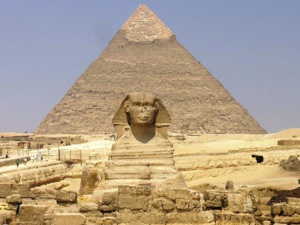 Sfinks i piramidy w Gizie (fot. wikipedia.org)