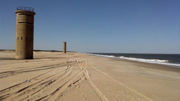 Wieże obserwacyjne na plażach Delaware (fot. Kej605/Wikimedia Commons)