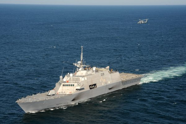 USS Freedom (LCS-1) w trakcie prób odbiorczych - 28 września 2009 roku (fot. US Navy)