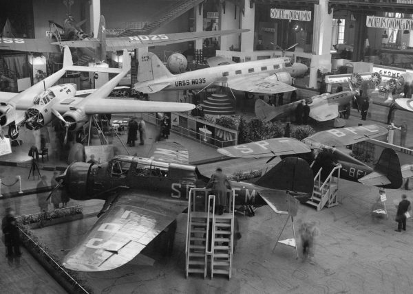 Polskie samoloty na Salonie Lotniczym w Paryżu - widać min. PZL P.24 i PZL.23 Karaś