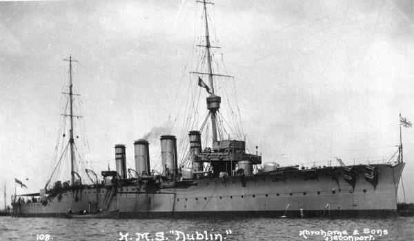 HMS Dublin - jeden z lekkich krążowników typu Town