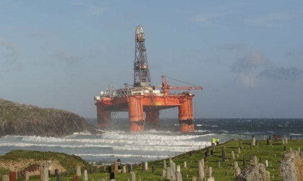 Platforma Transocean Winner u wybrzeży Isle of Lewis w Szkocji (fot. Murdo Maclean)