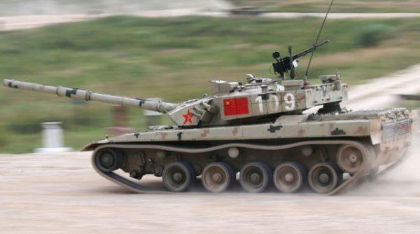 Chiński Type 96B po utracie koła w trakcie zawodów