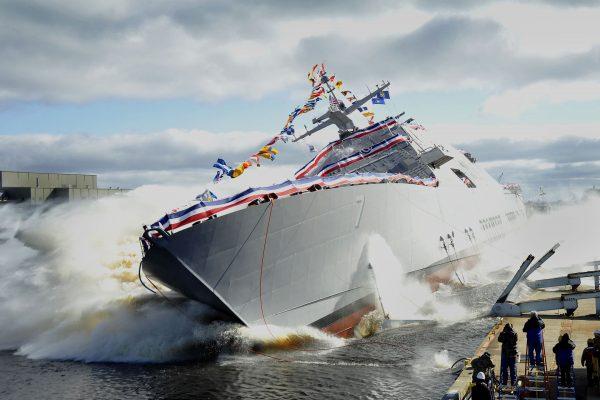 Wodowanie LCS-7 (USS Detroit) - 18 października 2014 (fot. Lockheed Martin)