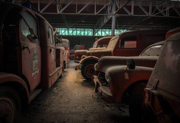 Cmentarzysko wozów strażackich we Francji (fot. Vincent Michel)