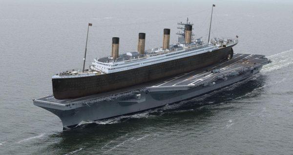 Titanic, najsłynniejszy transatlantyk w historii dosłownie na pokładzie lotniskowca USS Ronald Reagan typu Nimitz (333 m długości) (fot. A Quick Perspective)