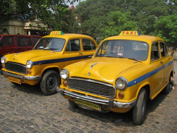 Hindustan Ambassador taksówka (fot. Shankar S./Wikimedia Commons)