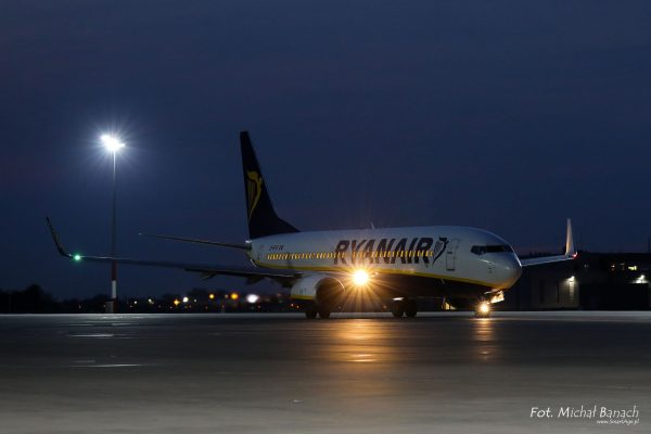 Ryan Air Boeing 737-8AS - Dzień Spottera – Poznań Lotnisko Ławica (fot. Michał Banach)