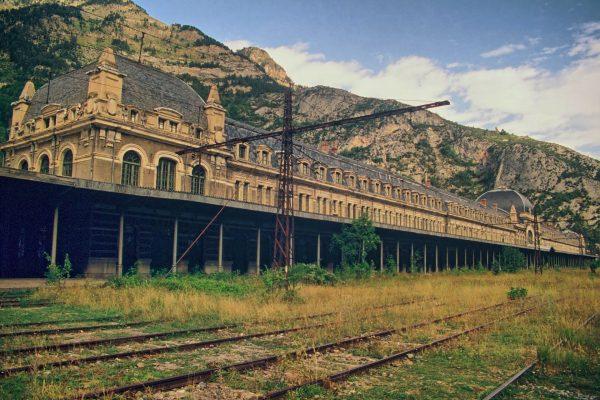 Dworzec kolejowy w Canfranc (fot. nieznany)