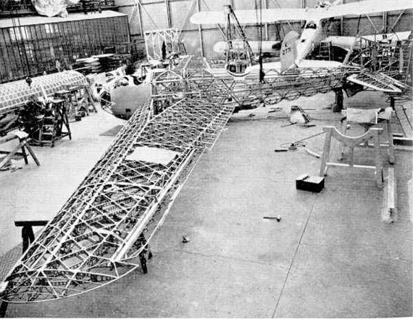Vickers Wellesley w trakcie budowy, w tle widać Vickersa Type 253