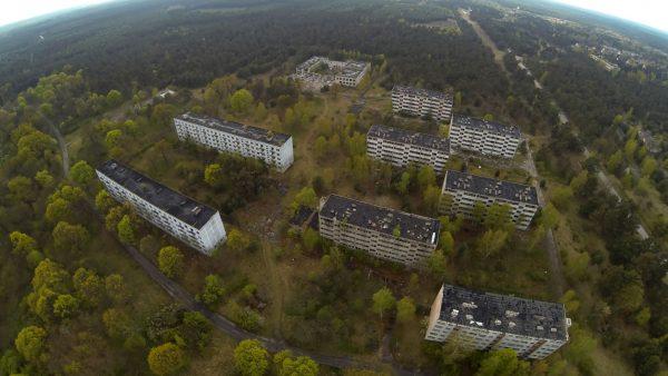 Zabudowania miejscowości Pstrąże z lotu ptaka (fot. rc-fpv.pl)