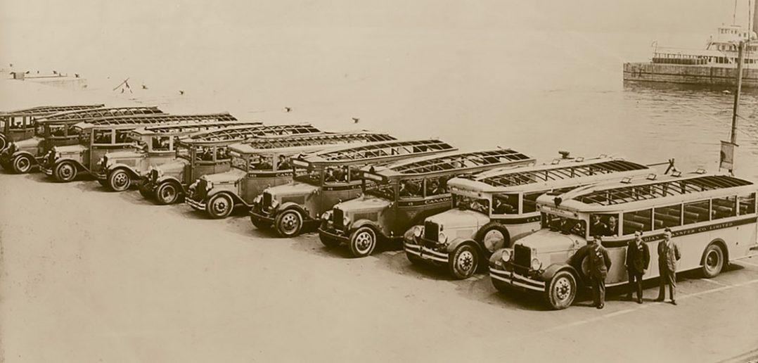 Autobus wycieczkowe w Kanadzie - lata 40-te - zdjęcie