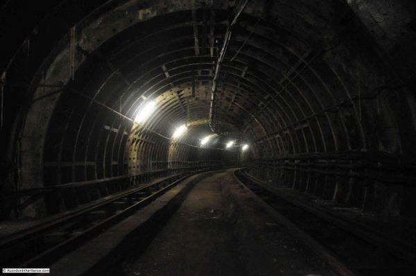 Wnętrze tuneli Mail Rail (fot. alondoninheritance.com)