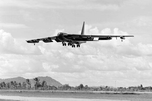 B-52 podczas podchodzenia do lądowania