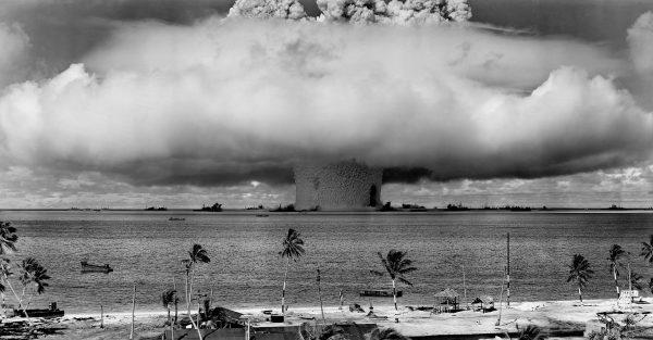 Podwodna eksplozja bomby atomowej podczas Operacji Crossroads przeprowadzonej na Atolu Bikini 25 lipca 1946 roku