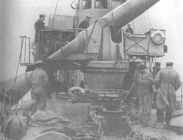 Niszczyciel Engels z działem bezodrzutowym kalibru 305 mm