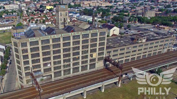 Quaker Storage Building (fot. Matt Satell)
