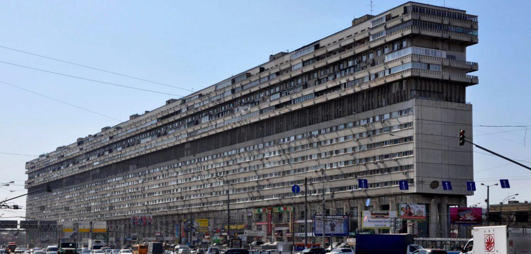 Leżący wieżowiec w Moskwie