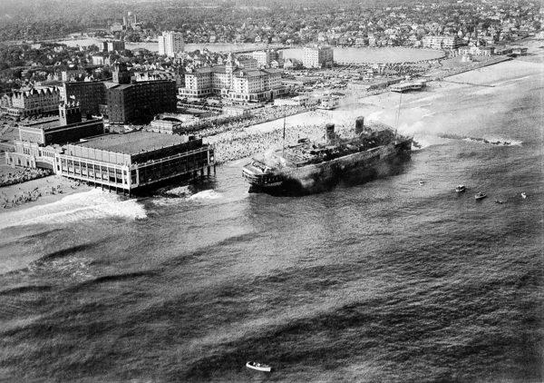 SS Morro Castle na mieliźnie u wybrzeży Asbury Park