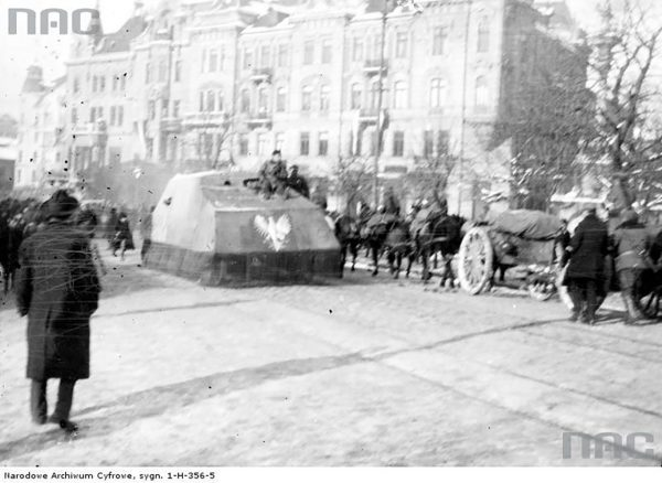 Tank Piłsudskiego - improwizowany pojazd pancerny wykorzystywany przez oddziały niepodległościowe