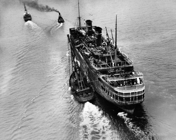 SS Morro Castle w drodze do stoczni złomowej