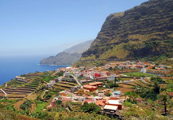 Miejscowość Agulo na północy wyspy (fot. wikipedia.org)