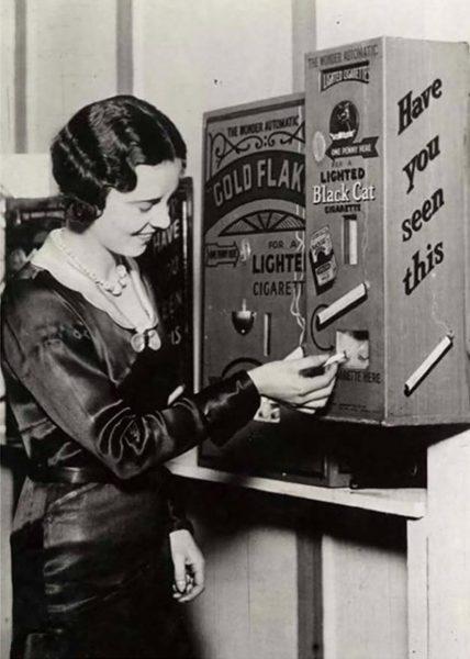 Automat do sprzedaży zapalonych papierosów - Wielka Brytania, 1931 rok