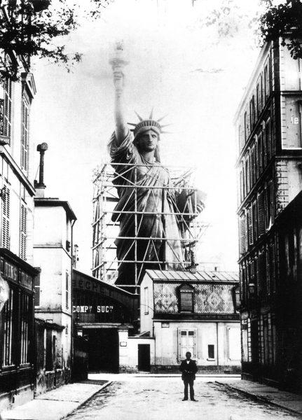 Statua Wolności podczas budowy